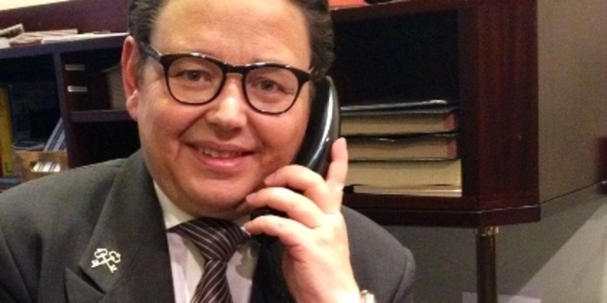 Szene Concierge Aus Hamburg Spielt Im Grand Budapest Hotel Mit