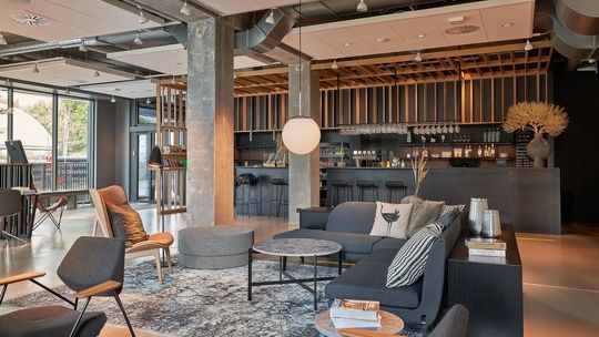 Stylish und multifunktional: Lobby im Zleep-Hotel