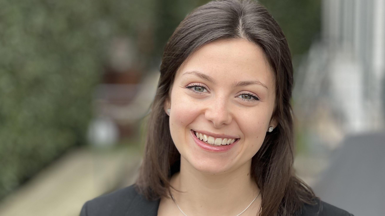 Wettbewerb-Lara-Dr-ge-ist-Deutschlands-beste-Rezeptionistin
