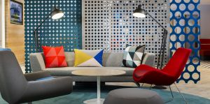 Buntes Design im Holiday Inn Express Erlangen